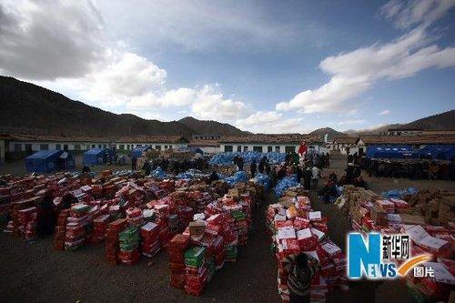 青海采取紧急措施确保雪后灾区公路畅通