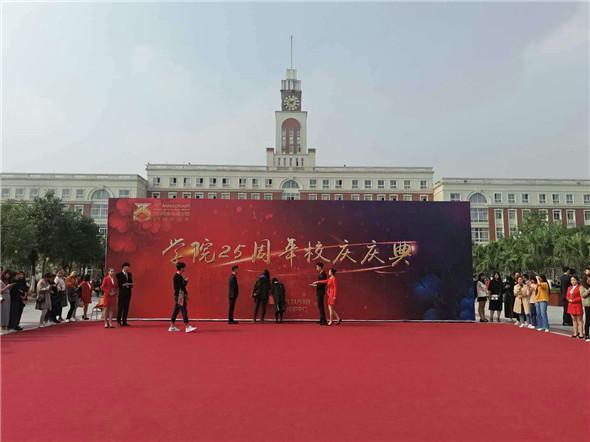 高朋满座群星闪耀 同庆川影25周年华诞