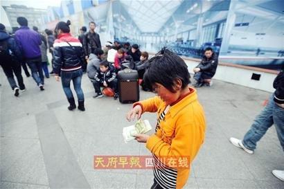 成都公安局开展微博打拐专项行动 满街寻乞儿