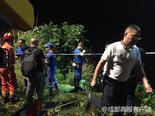 巴中通江县一轿车坠河2人死亡 目前已被打捞上岸