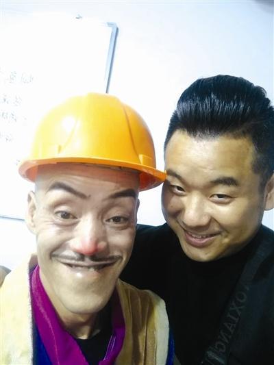 """渠县男子酷似""""光头强""""  演出时""""场面一度失控"""""""