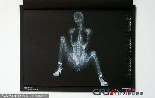 日本推出X光版骨感日历组图(美女)_新闻滚动美女图片太阳镜图片