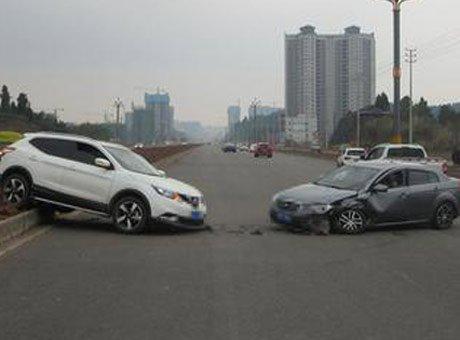 汽车逆行2公里撞车致4伤 原是新手女司机理解错导航