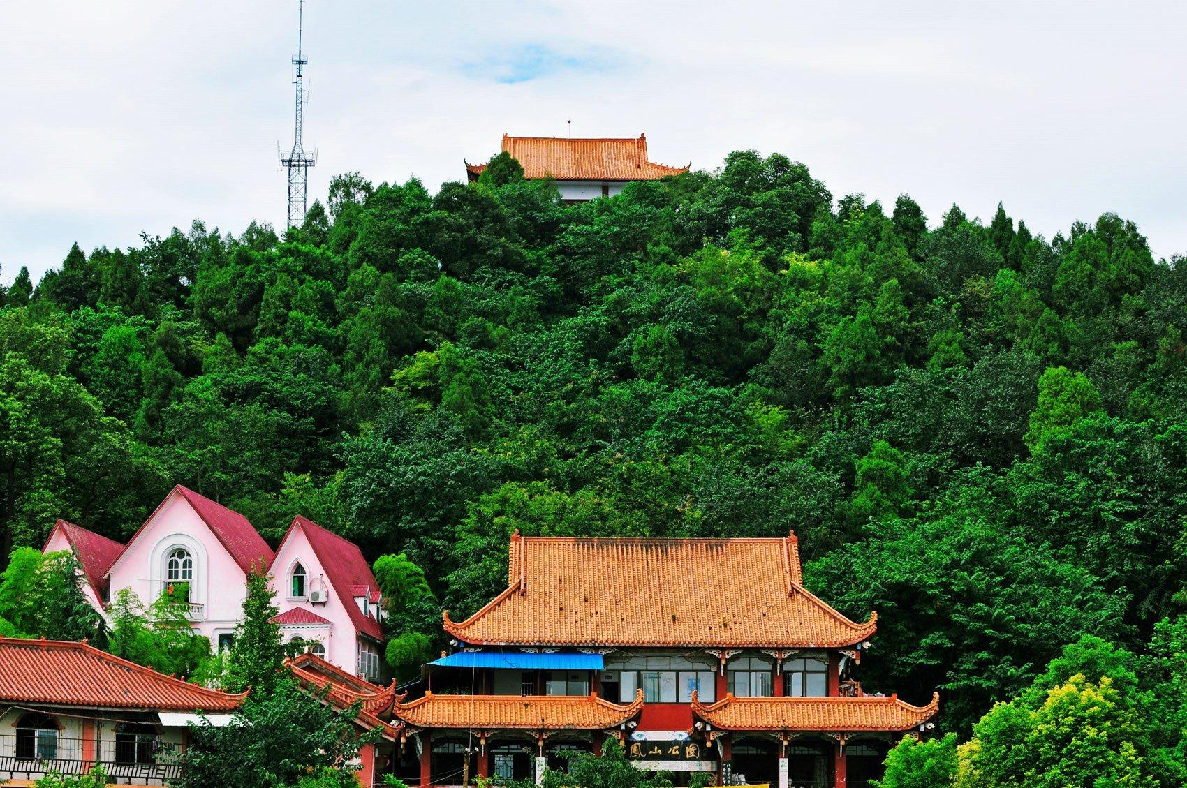 化凤山森林公园图片
