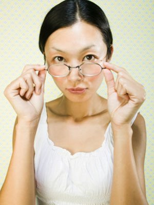 中度以下近视没有必要一直戴眼镜-近视女性必知 眼镜能不能一直戴着