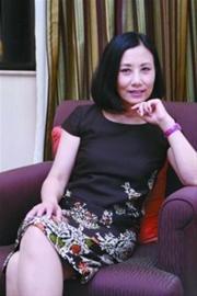 不老汪明荃:四十岁学粤剧六十岁玩微博