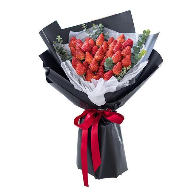 """成都花市""""三八节"""" 玫瑰身价涨3倍 草莓花束走俏"""