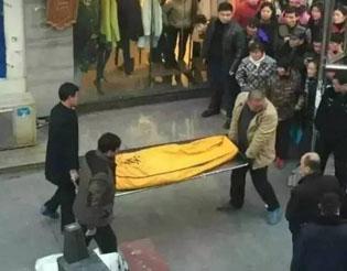 """31岁女子与57岁""""干爹""""宾馆相会 后被杀害"""