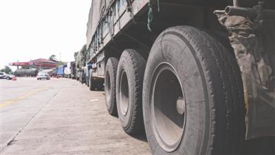 货车司机将车停高速路 未采取警示措施致追尾2死2伤