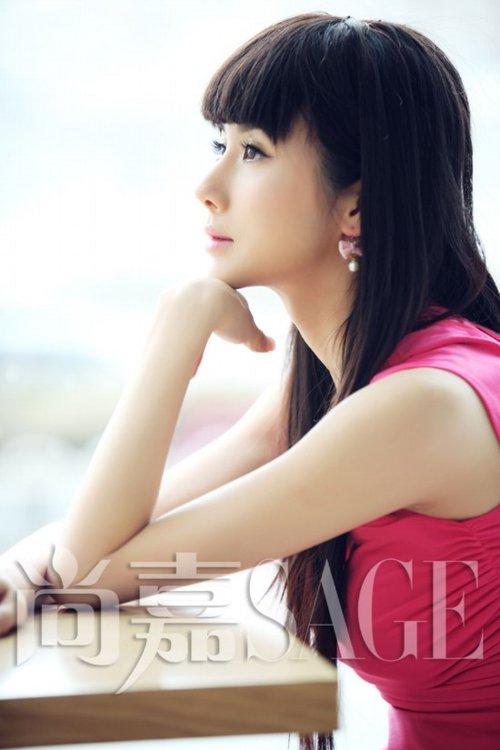 孙菲菲时尚丽人写真 造型精致优雅梦幻