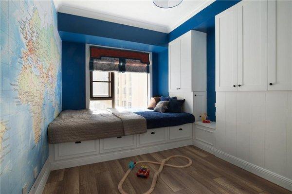 房间两边都设计了衣柜