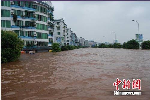 163年一遇洪灾袭广安 23万灾民撤至安全地带