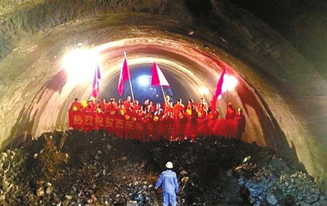 西成客专最后一个隧道贯通 3年打通巴蜀北大门
