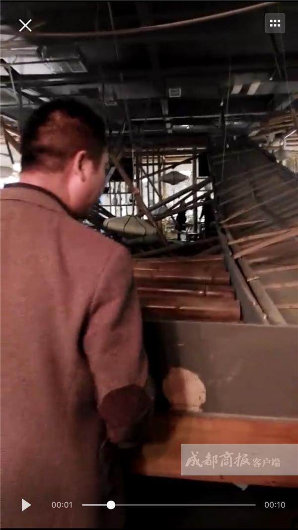 都江堰一餐馆刚开业一个月 吊顶垮塌多名食客被砸伤