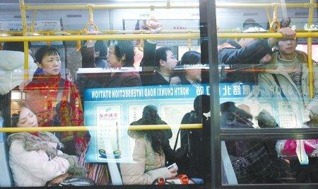 成都试点城区免费公交 四川大中城市逐步推行