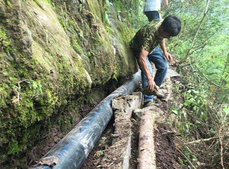 宜宾村民曝光当地引水工程:灌溉水渠一敲就碎