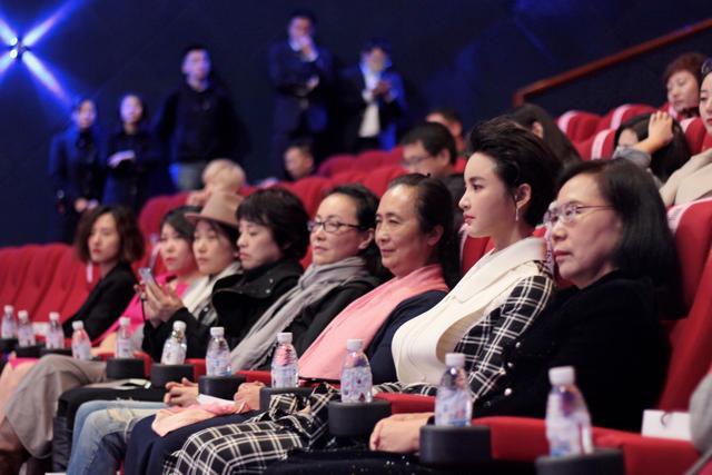 山一国际女性电影展闭幕 张歆艺作为导演出席