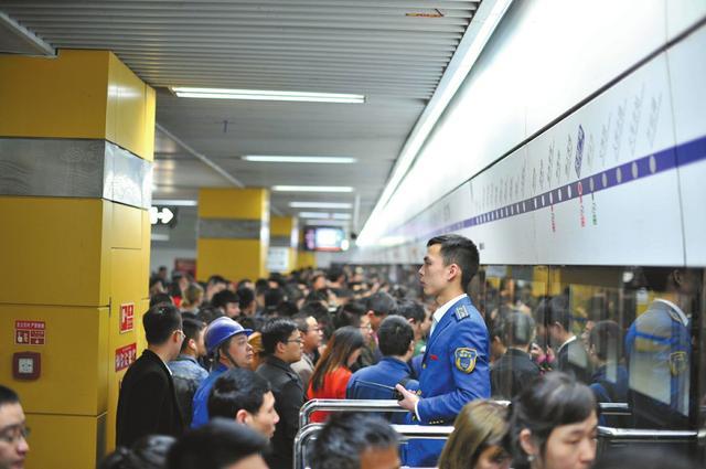 """成都地铁客流五年长四倍 将开启""""米+井""""运营时代"""