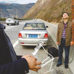 市民高速上停车玩无人机 5分钟即被交警over