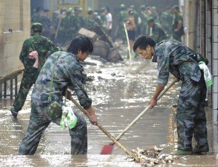 广安一超市遭遇洪水  二楼40余万存货打水漂