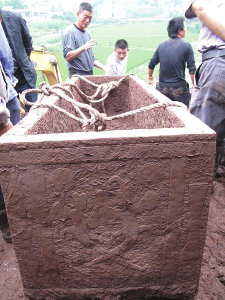 泸州汉墓中现骸骨 文物专家称或为盗墓者尸骨(图)