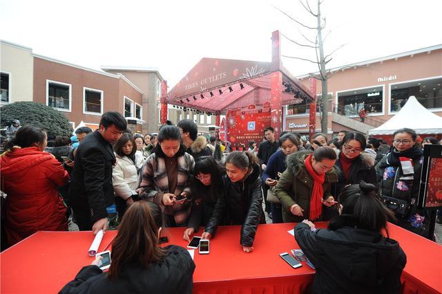 成都时代奥特莱斯新春草莓购物节来袭