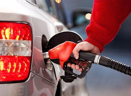 油价将迎四连涨 成都车主加满一箱油或多花近30元
