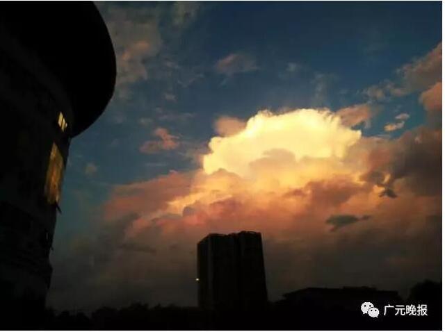 广元11级大风来袭 市民10楼窗户一夜消失