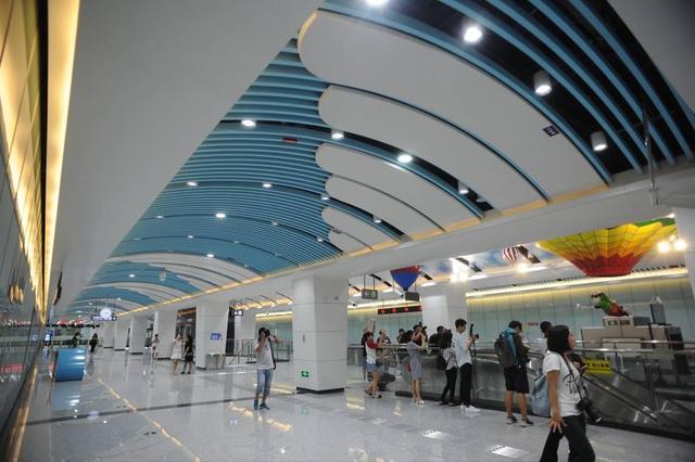成都地铁首条机场专线6日开通试运营 比大巴便宜一半