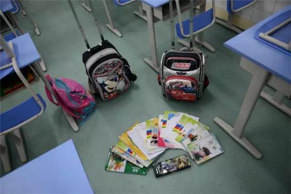 孩子书包均重6斤 里面到底装了什么