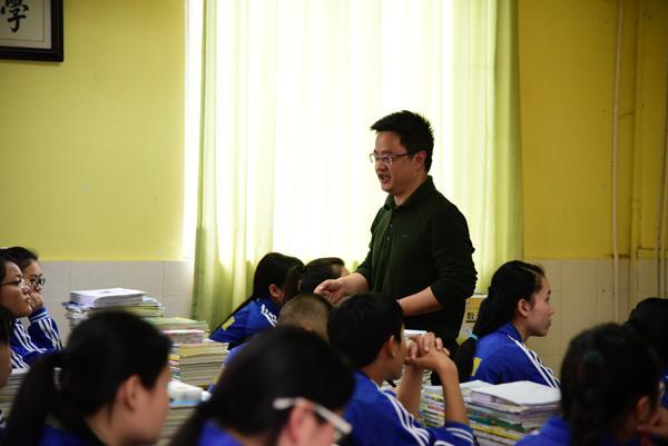 成都二十中名师赴邛崃二中开展联合课堂教学研