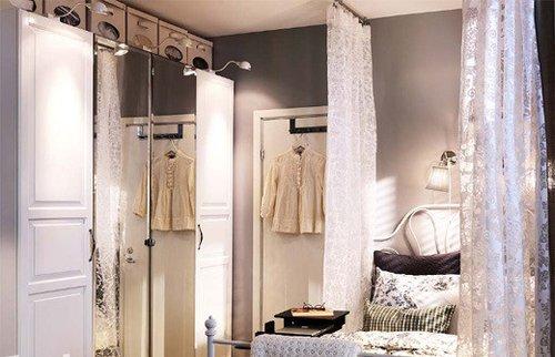 四门衣柜的内部空间划分可以更加细致.