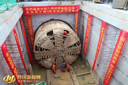成都地铁2号线东延线进入铺轨阶段 预计明年底试运营