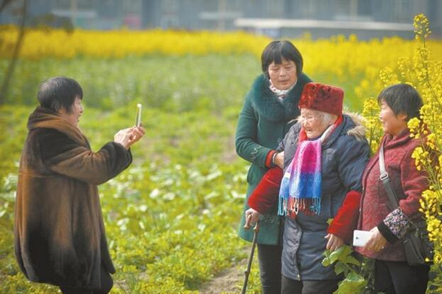 """彭山现""""四千岁""""之家 全家96口年龄相加3850岁"""