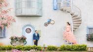 在香薰山谷拍甜蜜婚照