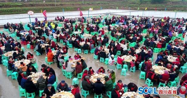 川渝交界一乡镇摆200桌坝坝宴 请千名村民吃团年饭