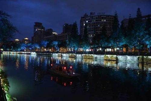 """成都""""夜游锦江""""试运营 25日起市民可泛舟江上"""