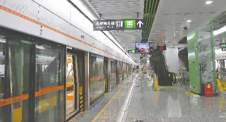 成都地铁2号线套跑试验 天府广场半小时到龙泉图片