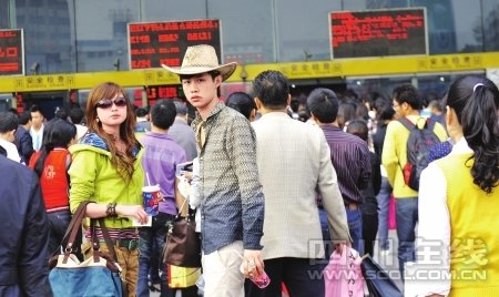 川黔铁路塌方列车晚点9小时 乘客叫外卖(图)