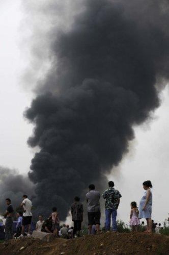 成都东三环一仓库发生燃烧 尚无人员伤亡报告