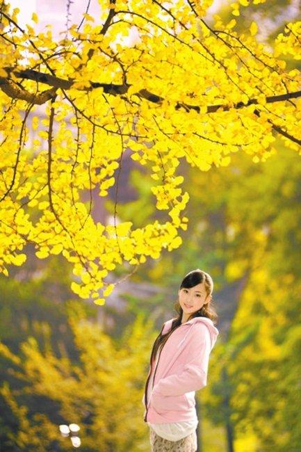 """17岁粉妆小美女入选""""银杏女郎"""":为梦想努力"""