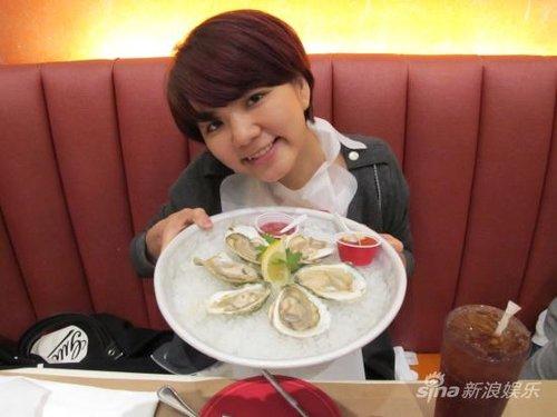 Ella过生日输钱吃海鲜 SHE飞赴北京准备演唱会