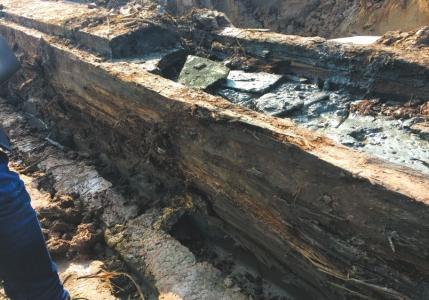 遂宁挖出疑似汉代以前船棺 在地下埋藏2000余年