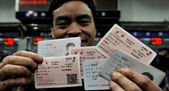成都实名制车票发售首日 市民买票仅用3分钟