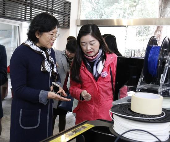 研学盛宴 四川国际标榜职业学院打造文创桃花节