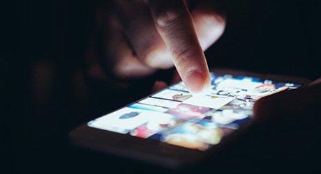 调查:一些青少年沉迷网络短视频 家长应担起责任