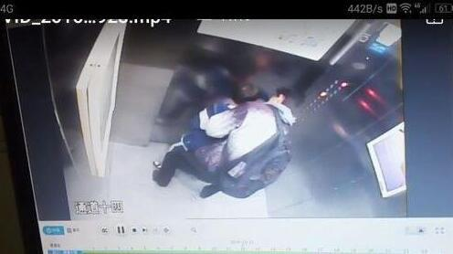 """""""猥亵男""""电梯强吻男孩"""
