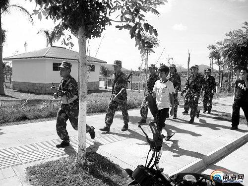 海南一在押犯提审途中逃跑被400警民捕获