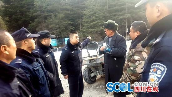 又有驴友穿越四姑娘山被困 警方花5小时全力营救
