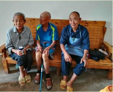 97岁老兵再回四川故土:祭拜新修祖坟 重走寻亲之路